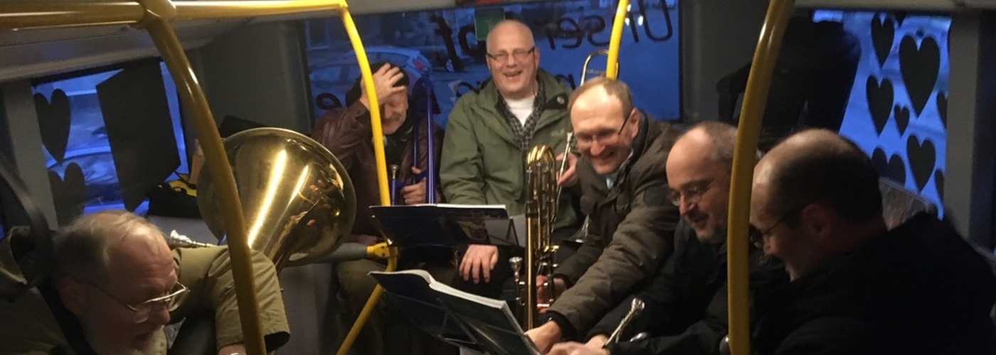 Zum Auftakt des Fastentickets spielt der Posaunenchor im Bus